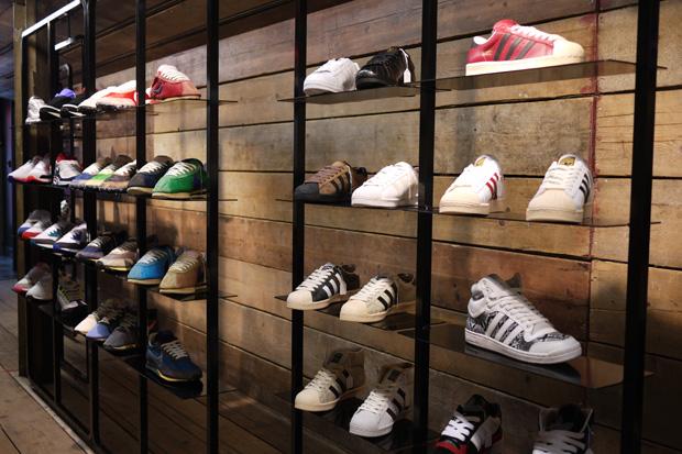 торговые стеллажи для одежды и обуви
