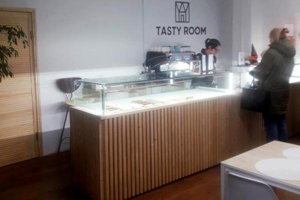 Поставка и монтаж холодильной камеры со сплит-системой для кафе-кондитерской Tasty Room