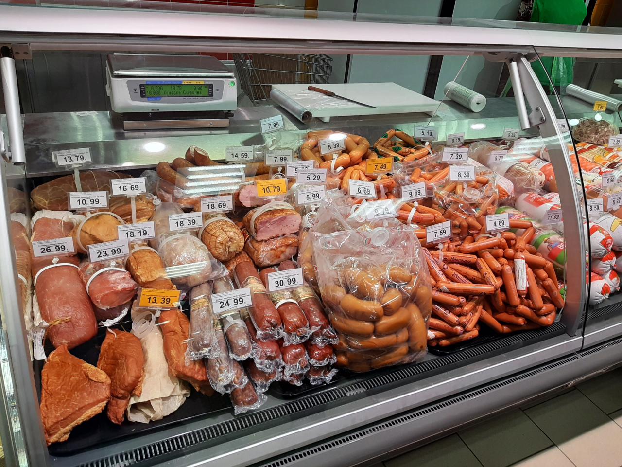 магазин готовых выкладка колбасных изделий в магазине фото для обоев выбрала