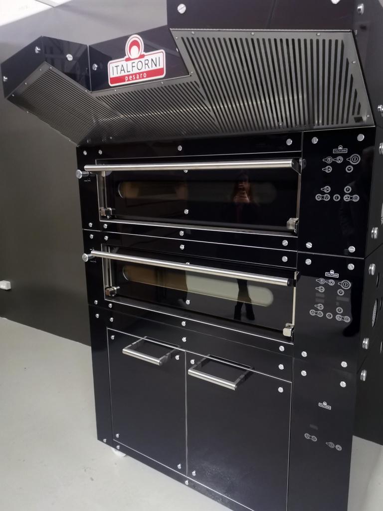 печь-для-пиццы-italforni-black-glass.jpg